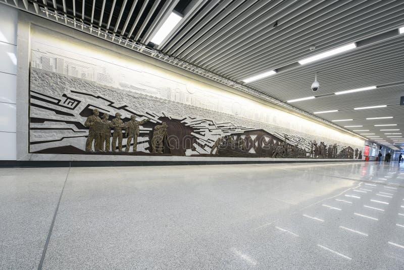 Relevo (escultura) - sala de espera do metro fotos de stock royalty free