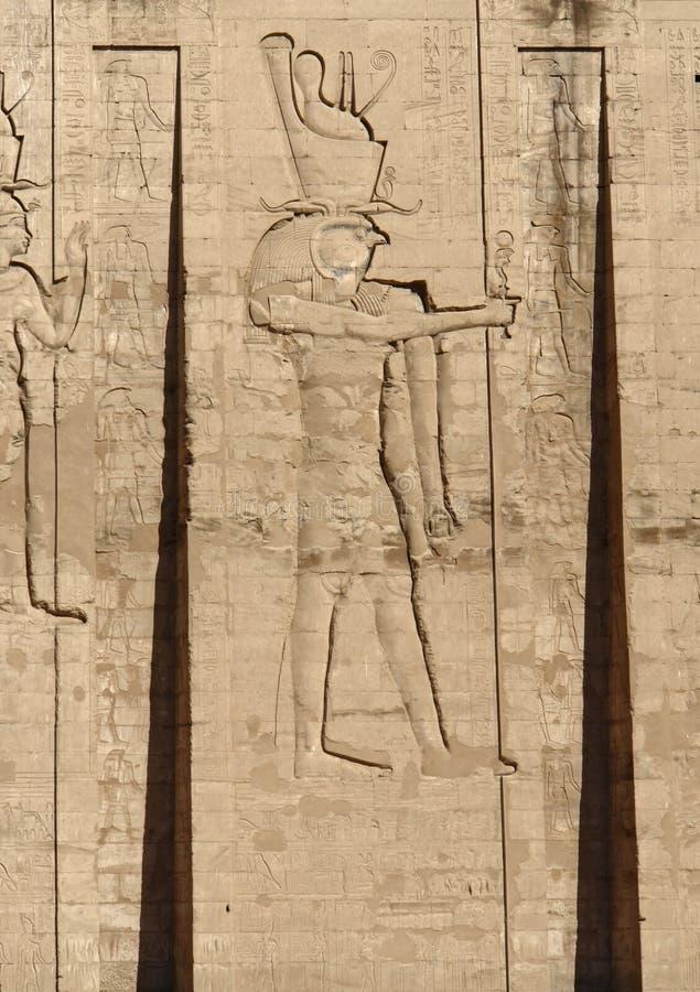 Relevo no templo de Edfu em Egito fotografia de stock