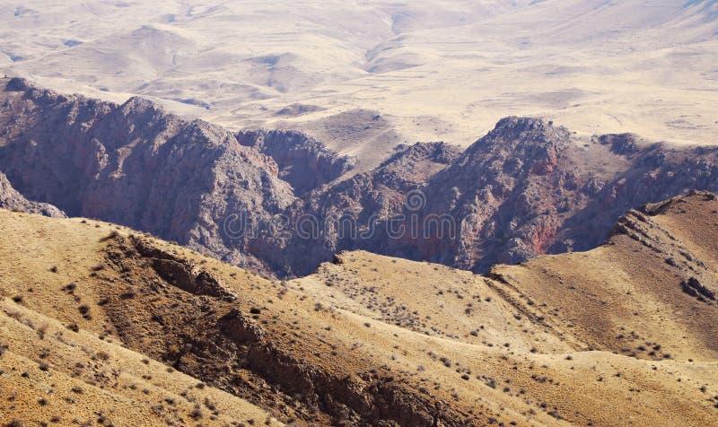 Relevo vívido de montanhas armênias fotografia de stock
