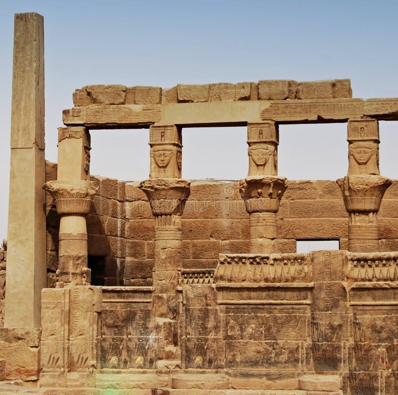 Relevos e colunas da ilha do arquivo, Assuan, Egito fotografia de stock
