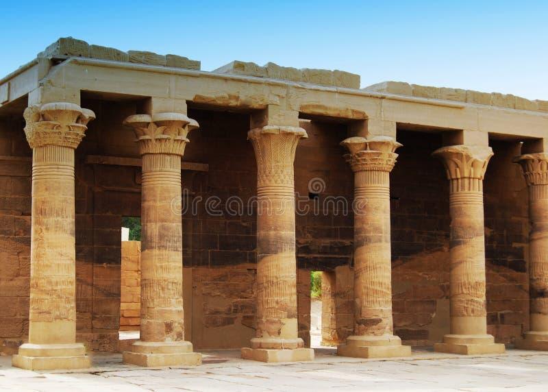 Relevos e colunas da ilha do arquivo, Assuan, Egito foto de stock