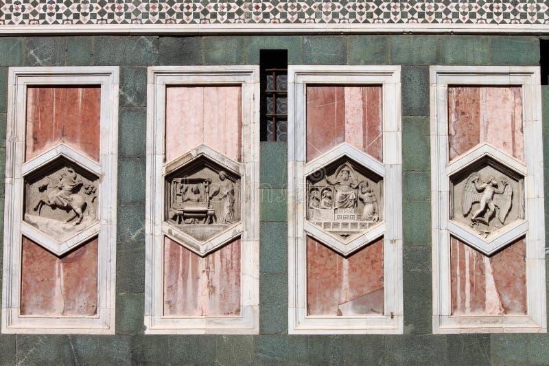 Relevos no Campanile de Giotto de Florença fotografia de stock