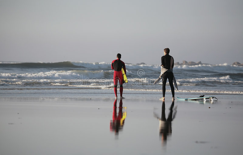 Relfex dos surfistas fotos de stock royalty free