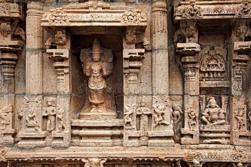 Reliefes de Bas dans le temple indou photos libres de droits