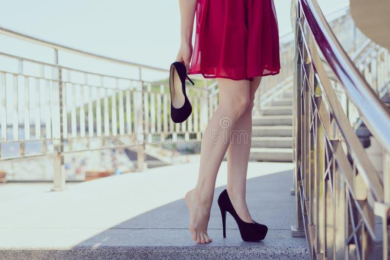Reliefowi nowi buty czuje niewygody zbyt mały rozmiar dziewczęcego femin obraz royalty free
