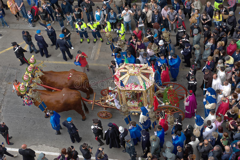 Religiös procession av Sant ` Efisio royaltyfria foton