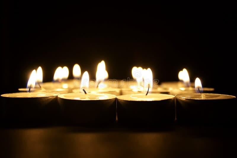 Religiöse brennende Kerzen lizenzfreie stockfotos