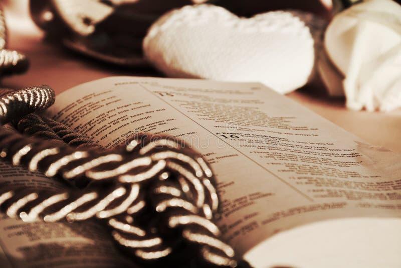 Religiöse Masse in den Weinlesefarben lizenzfreie stockbilder