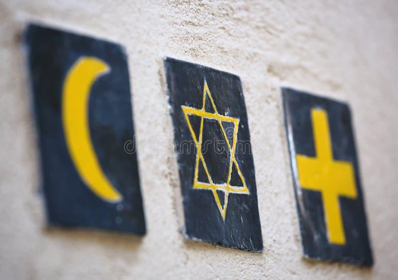 Religiöse Symbole: islamischer Halbmond, jüdischen Davids Stern, christliches Kreuz lizenzfreie stockfotografie