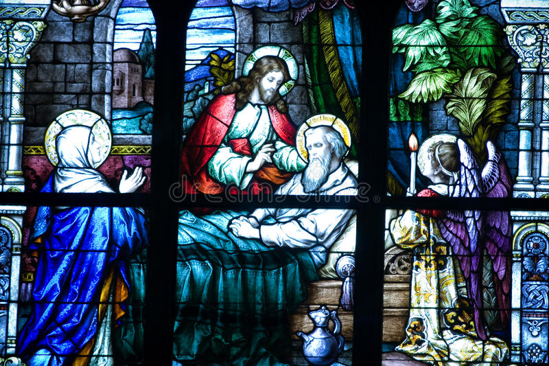 Religiöses Buntglaswandgemälde lizenzfreie stockfotos