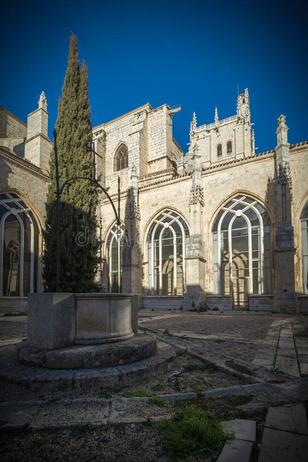 Religiöses Gebäude der gotischen Art in Palencia Spanien stockfoto