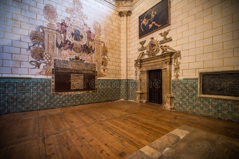 Religiöses Gebäude der gotischen Art in Palencia Spanien stockbilder