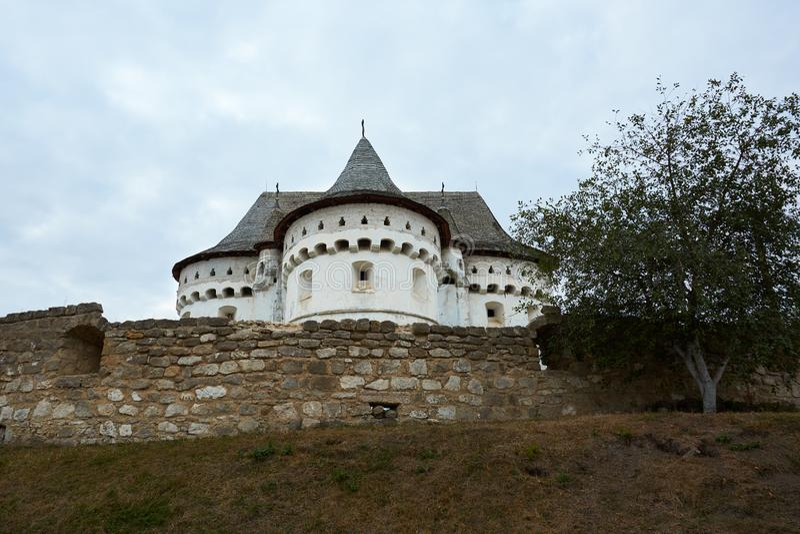 Religiöses Gebäude, orthodoxer christlicher Tempel Heilige Schutzkirchefestung von XIV-XVIII Jahrhunderten in Sutkivtsi, Ukraine lizenzfreies stockfoto