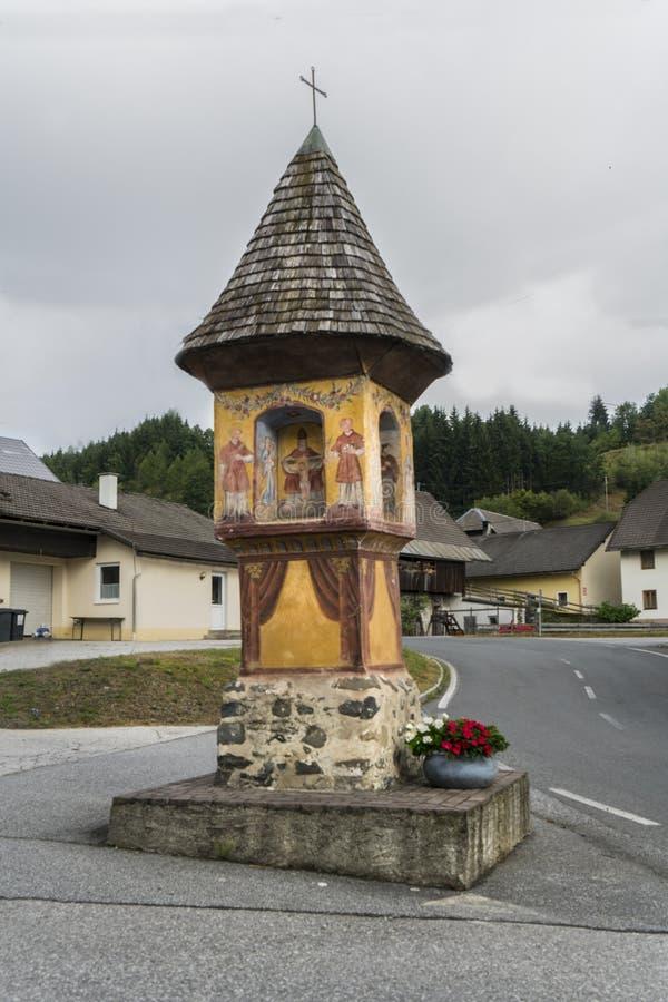 religiöst kapell på vägen royaltyfria foton
