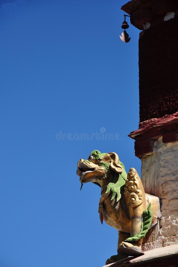 Download Religijna Bestii Statua W Drepung Monasterze Obraz Stock - Obraz złożonej z dach, błękitny: 53775497