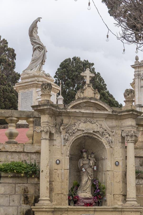 Religijne statuy w Farnym kościół St Paul & grota St Paul Rabat Malta fotografia stock
