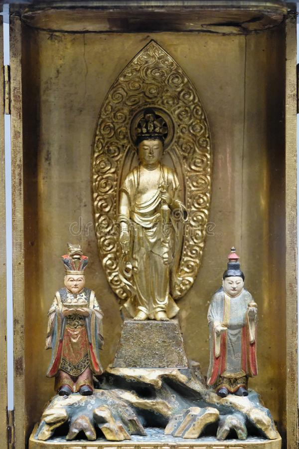 Religijny orientalny rzeźbiony skład w metalu pudełku obraz stock