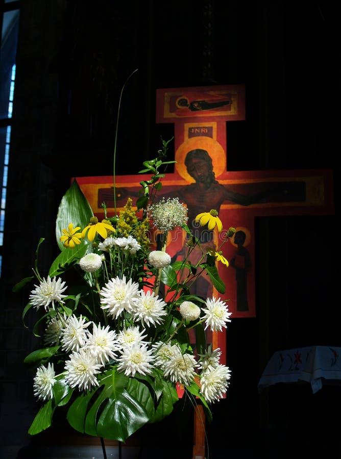 Download Religiondyrkan arkivfoto. Bild av medeltida, blommor, helgedom - 237642