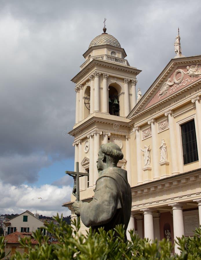 Religione e storia con la chiesa Oporto Maurizio Imperia fotografia stock