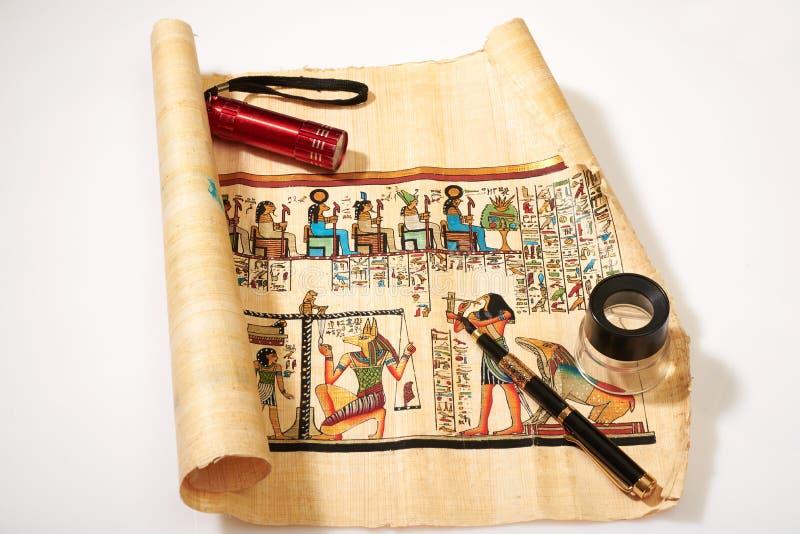 Religione egiziana antica nei disegni sul papiro immagine stock libera da diritti