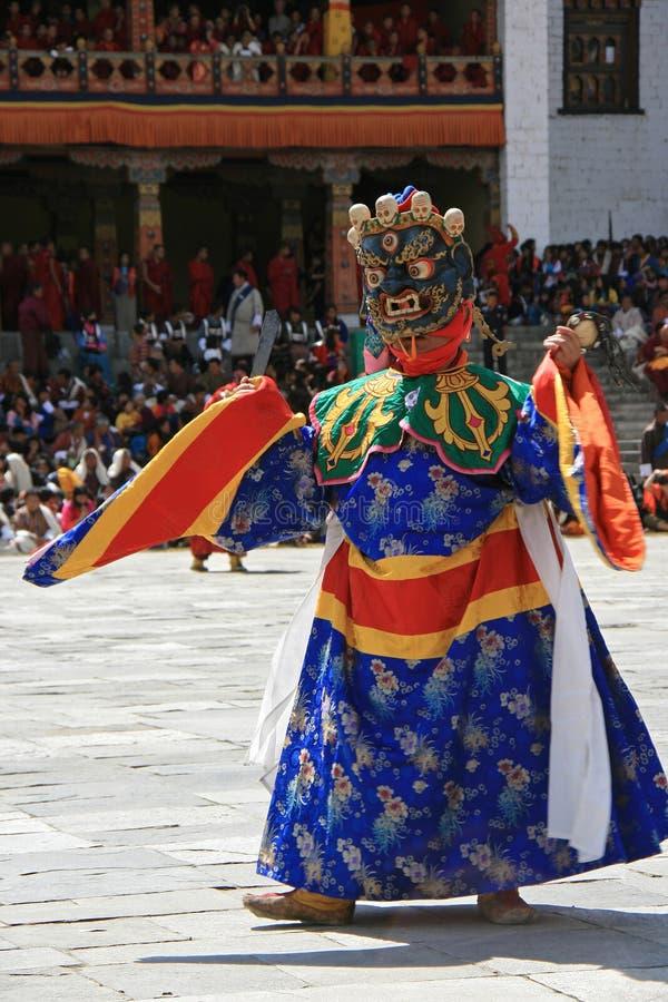 Religious festival - Thimphu - Bhutan. A man wearing a mask of devil is dancing in the courtyard of the Dzong of Thimphu (Bhutan). Un homme portant un masque de royalty free stock photos
