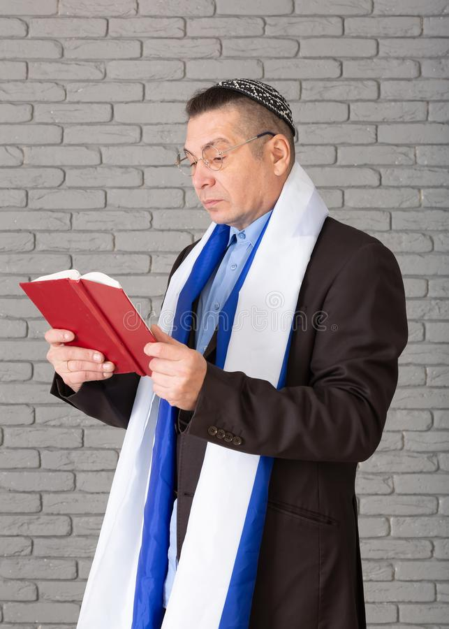 Free Religious Man Dressed In Knitted Jewish Kipa Stock Images - 166467024
