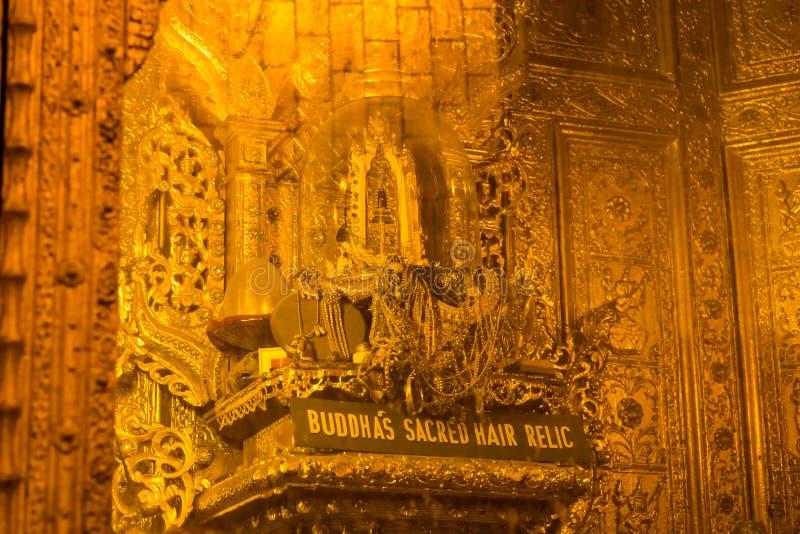 Relique sacrée de cheveux du ` s de Bouddha, dans la pagoda de Botataung, Yangon, Myanmar images stock