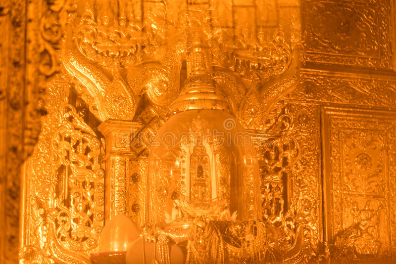 Relique sacrée de cheveux du ` s de Bouddha dans la pagoda de Botataung photo libre de droits