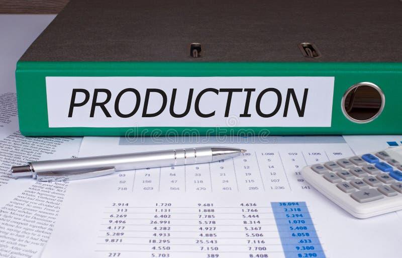Reliure de production sur le bureau dans le bureau images stock