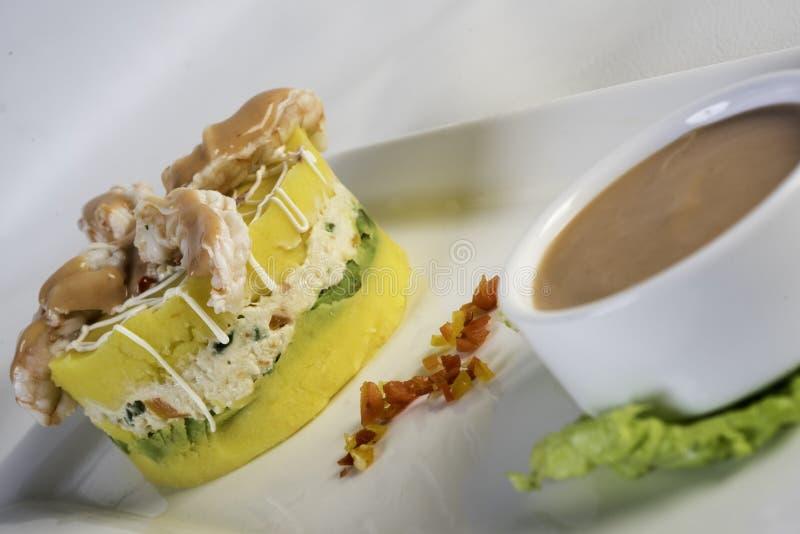 Rellena de Causa, un plat typique du Pérou photographie stock