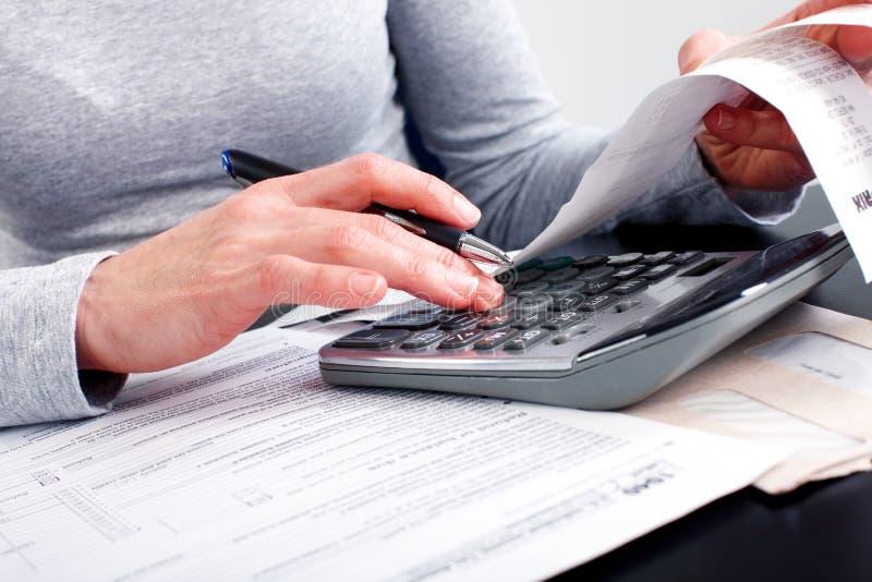 Rellenar el impreso de impuesto imagenes de archivo