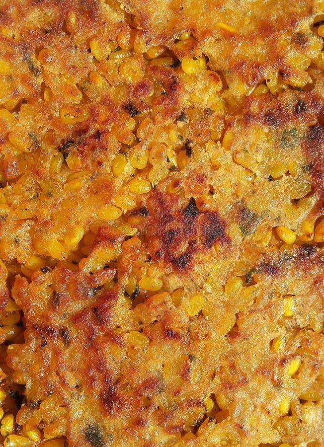 Rellene Paratha un primer quebradizo marrón de oro indio del pan foto de archivo