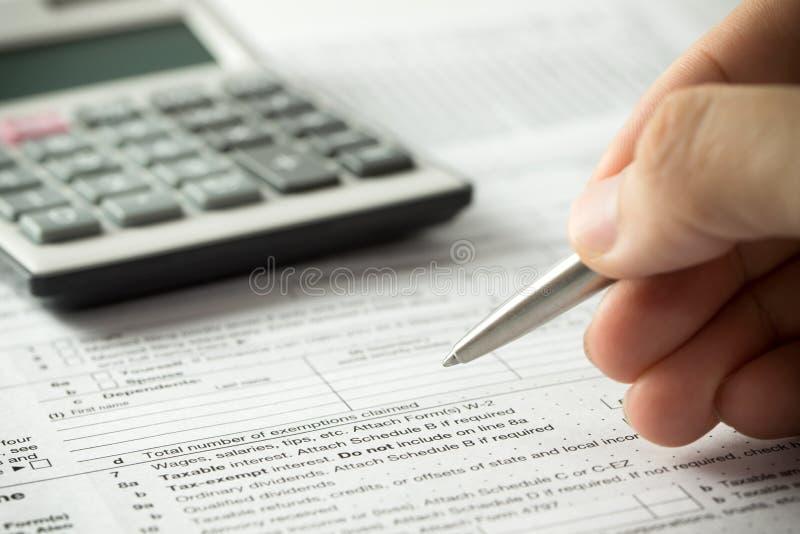 Relleno del impuesto sobre la renta fotos de archivo