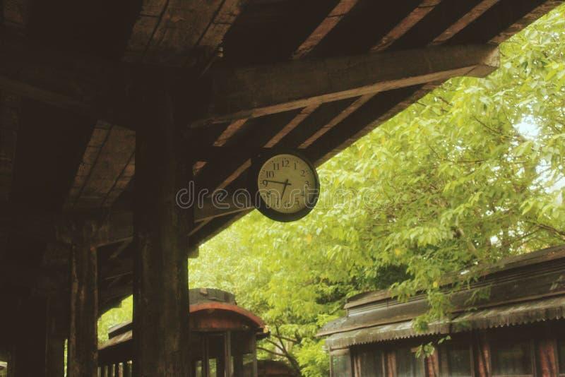 Reloj antiguo, arquitectura retra, antigua imágenes de archivo libres de regalías