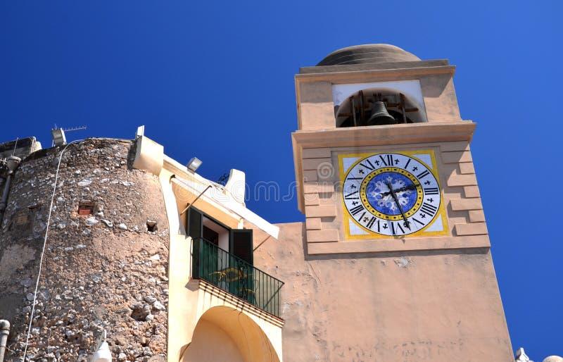 Reloj antiguo hermoso de la torre en la isla de Capri, Italia fotos de archivo