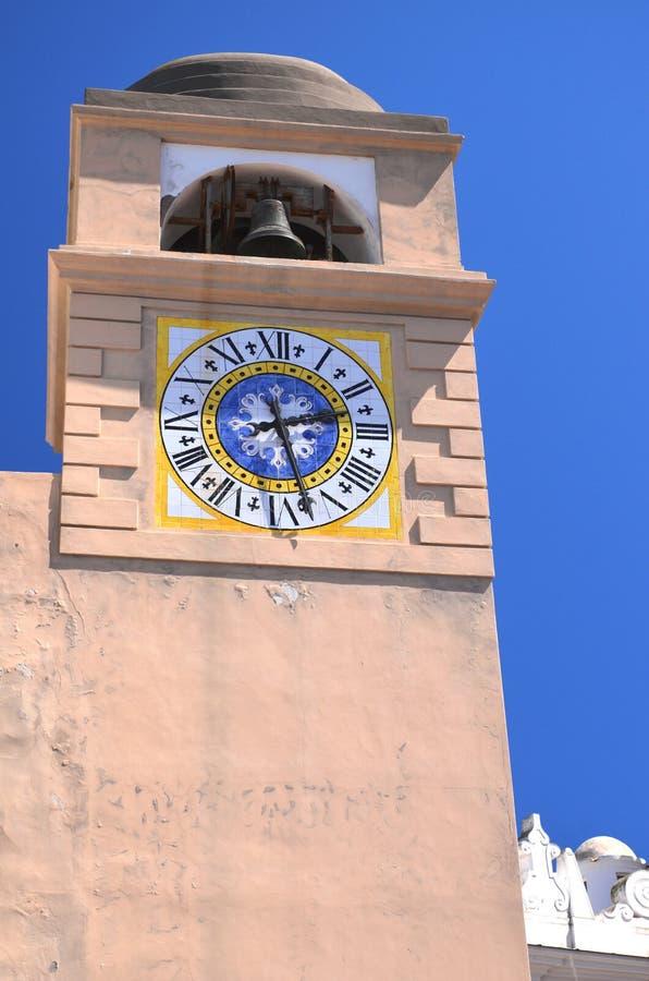 Reloj antiguo hermoso de la torre en la isla de Capri, Italia fotografía de archivo libre de regalías