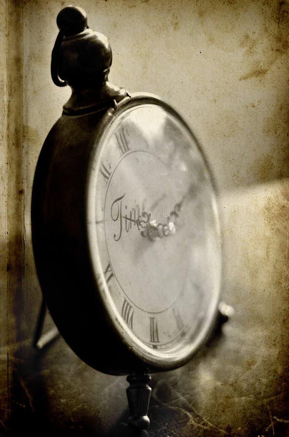 Reloj antiguo que guarda tiempo imagenes de archivo