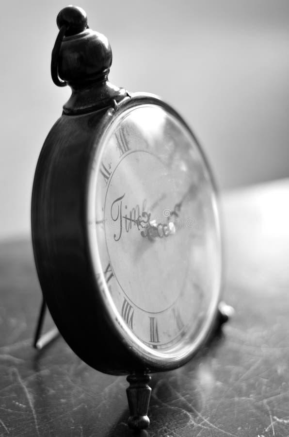Reloj antiguo que guarda tiempo fotos de archivo libres de regalías