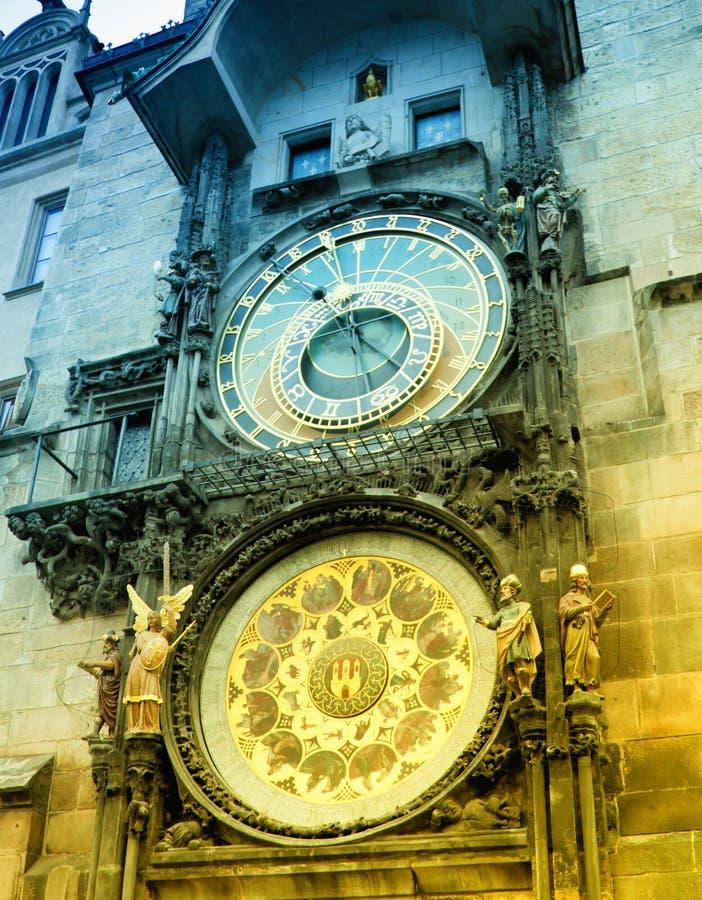 Reloj astronómico de Orloj en Praga en República Checa fotos de archivo