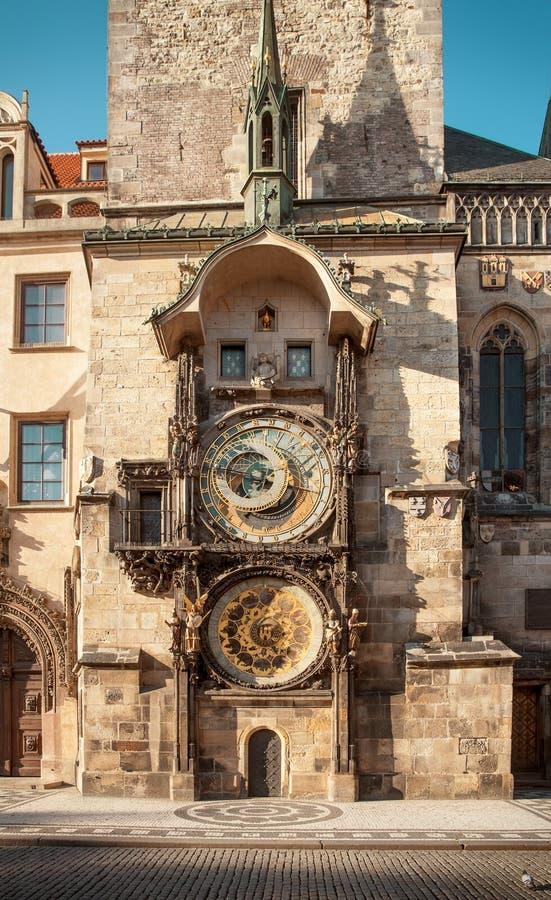Reloj astronómico en el centro de ciudad de Praga, República Checa foto de archivo