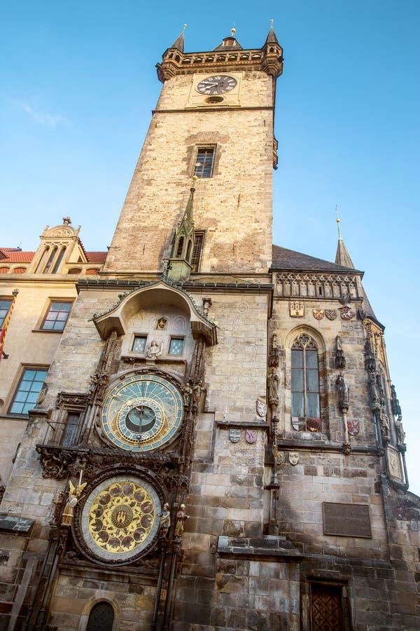 Reloj astronómico en el centro de ciudad de Praga, República Checa fotos de archivo