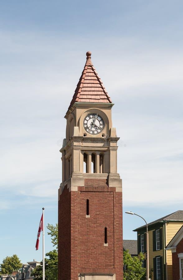 Reloj conmemorativo del cenotafio en Niágara en el lago en Ontario Canadá foto de archivo