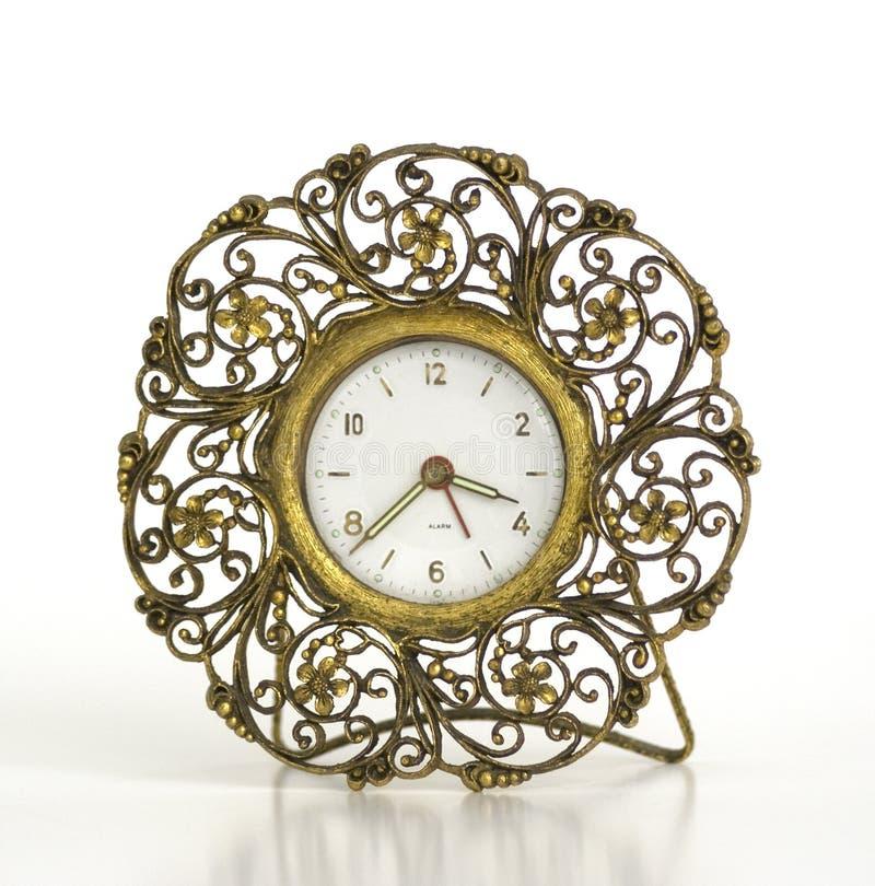 Reloj de alarma afiligranado del oro de la vendimia imagen de archivo