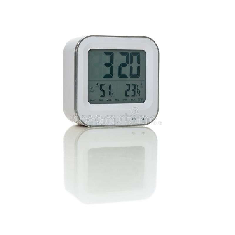 Reloj de alarma blanco aislado en el fondo blanco imágenes de archivo libres de regalías