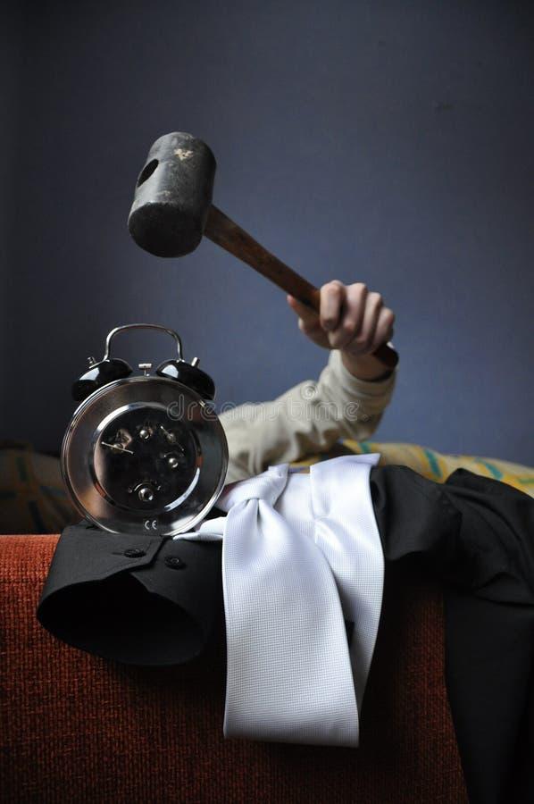 Reloj de alarma de destrucción del martillo imagen de archivo