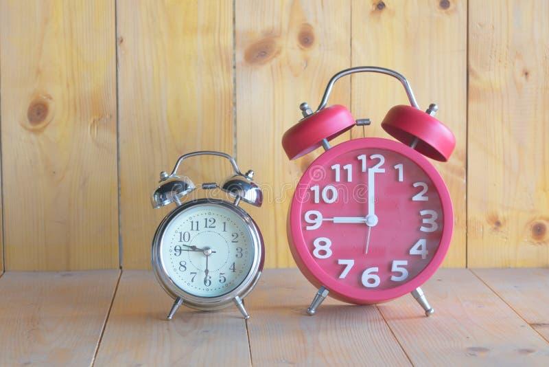 Reloj de alarma dos imagen de archivo libre de regalías