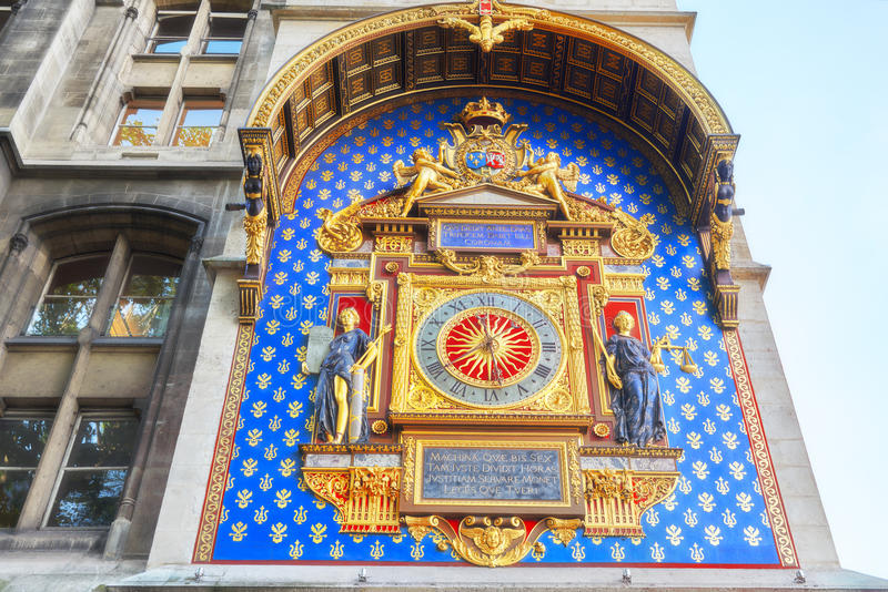 Reloj de Conciergerie Horloge del La que están situadas en el buildin foto de archivo