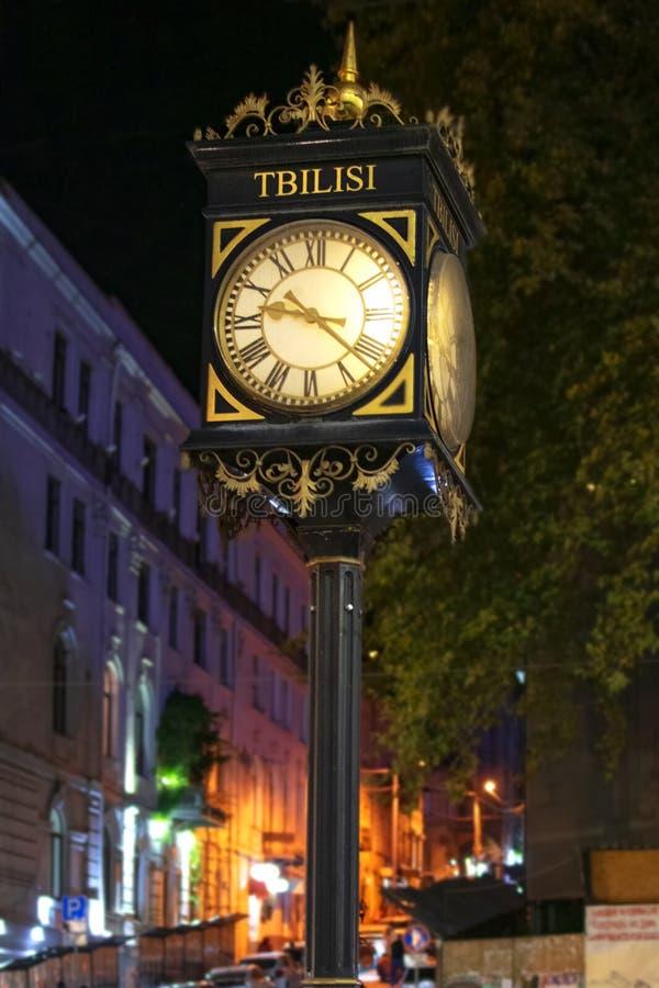 Reloj de la calle del vintage en la avenida de Shota Rustaveli en Tbilisi, Georgia Puente de la bahía en San Francisco, CA imágenes de archivo libres de regalías