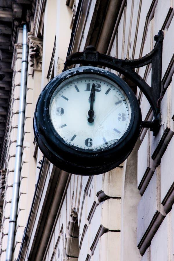 Download Reloj De La Calle En La Fachada Del Edificio Foto de archivo - Imagen de reloj, east: 100532338