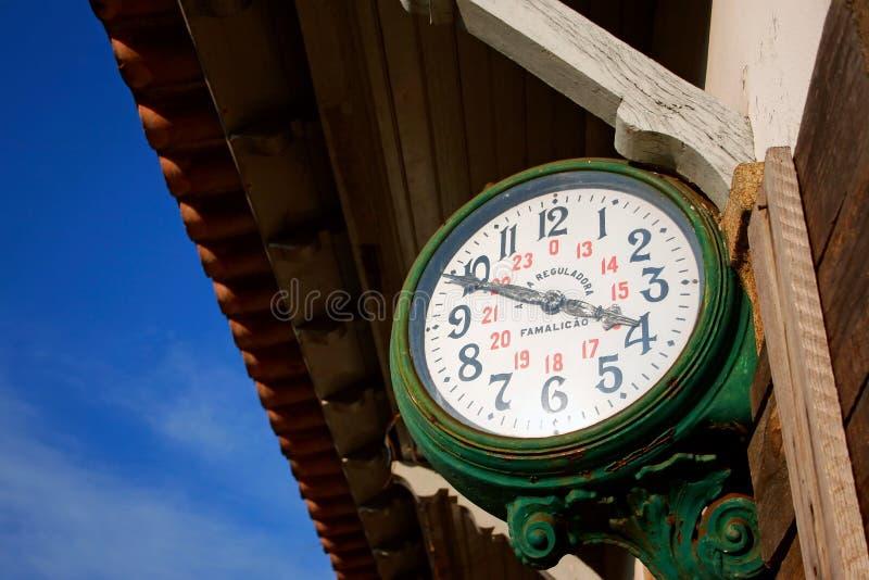 Reloj de la estación de tren imágenes de archivo libres de regalías